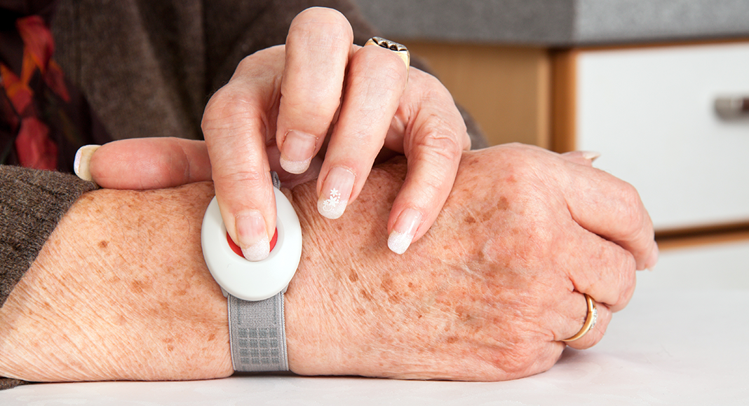 Top ten benefits of a medical alarm for older people